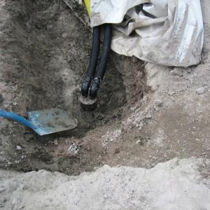 Maalämpöputket asennettuna kaivoon.