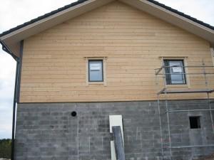 Katto ja suurin osa ikkunoista on paikallaan