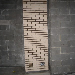 Alakerran osalta muurattu.